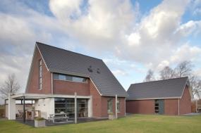 kozijnen, voordeur en veranda nieuwbouw woonhuis