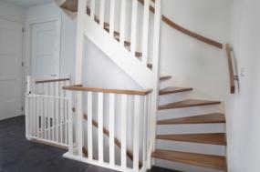 witte trap met twee kwarten