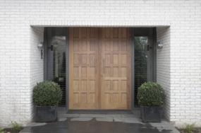 voordeur met panelen nieuwbouw woonhuis